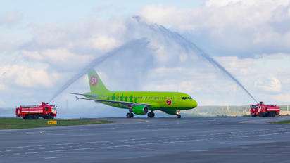 VP-BTW - S7 Airlines Airbus A319