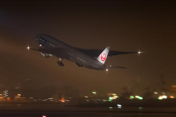 JA732J - JAL - Japan Airlines Boeing 777-300ER