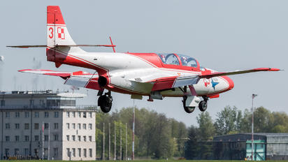 3H-2009 - Poland - Air Force: White & Red Iskras PZL TS-11 Iskra
