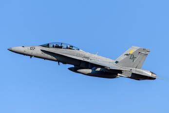 164845 - USA - Marine Corps McDonnell Douglas F-18D Hornet
