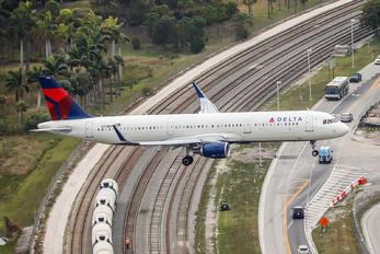 N313DN - Delta Air Lines Airbus A321