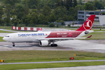 TC-JIZ - Turkish Airlines Airbus A330-200