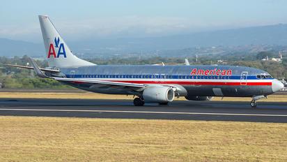 N942AN - American Airlines Boeing 737-800