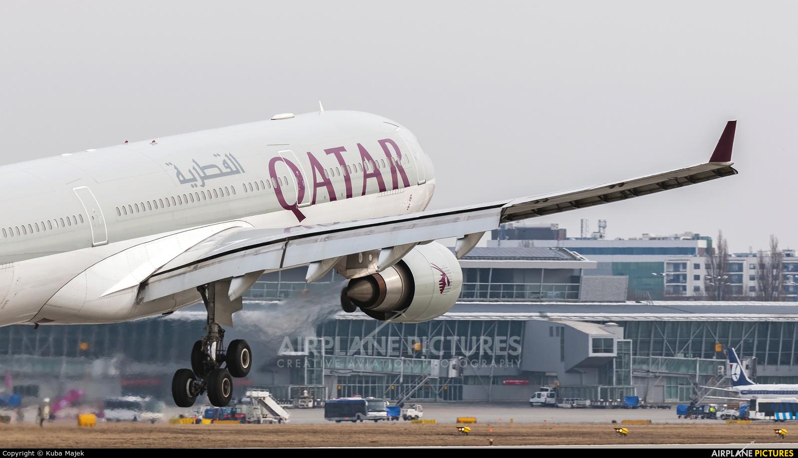 Qatar Airways A7-AEE aircraft at Warsaw - Frederic Chopin