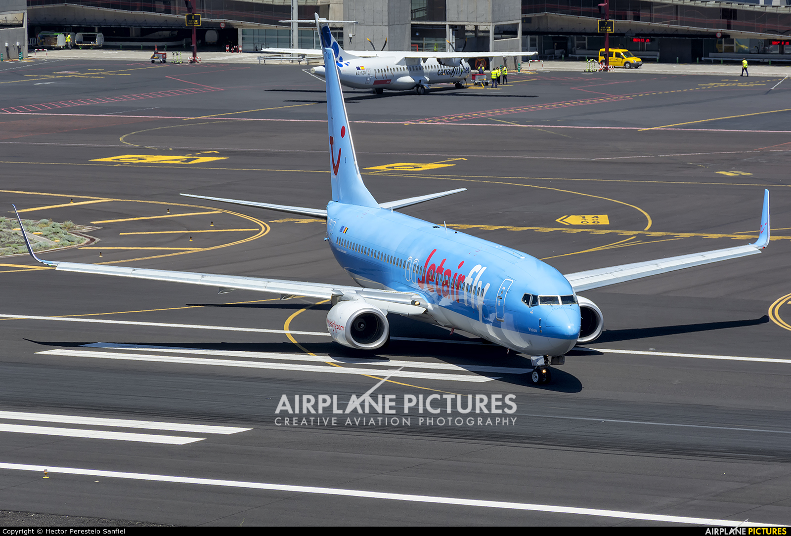 Jetairfly (TUI Airlines Belgium) OO-JAQ aircraft at Santa Cruz de La Palma