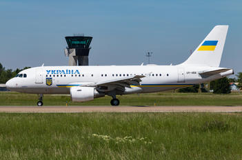 UR-ABA - Ukraine - Government Airbus A319