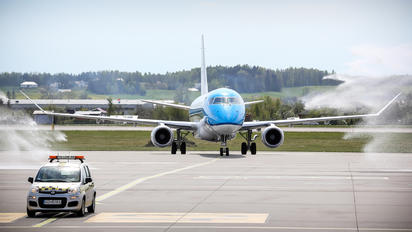 PH-EXI - KLM Cityhopper Embraer ERJ-175 (170-200)