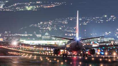 - - JAL - Japan Airlines Boeing 737-800