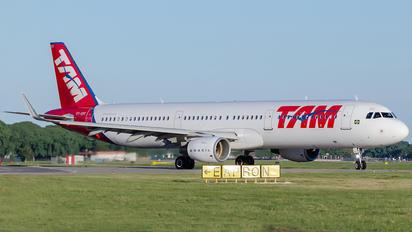 PT-XPF - TAM Airbus A321