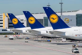 - - Lufthansa - Airport Overview - Aircraft Detail