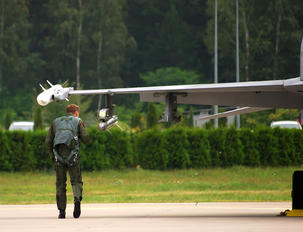 - - Poland - Air Force - Airport Overview - People, Pilot