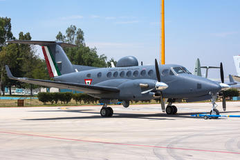 5211 - Mexico - Air Force Beechcraft 300 King Air 350