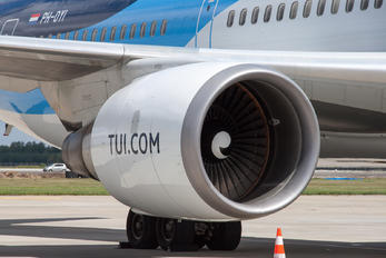 PH-OYI - TUI Airlines Netherlands - Airport Overview - Aircraft Detail
