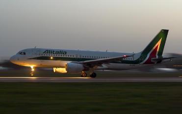 EI-DTE - Alitalia Airbus A320