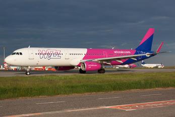 HA-LXQ - Wizz Air Airbus A321
