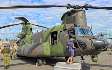147310 - Canada - Air Force Boeing CH-47F Chinook