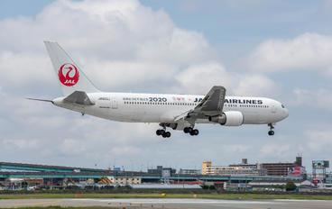 JA603J - JAL - Japan Airlines Boeing 767-300ER
