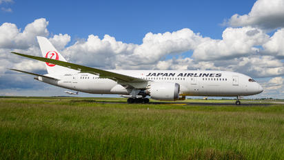 JA845J - JAL - Japan Airlines Boeing 787-8 Dreamliner