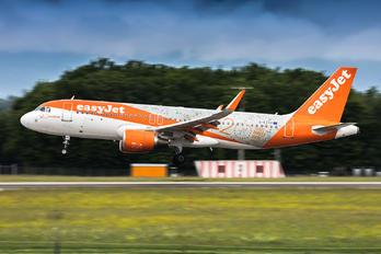 G-EZOX - easyJet Airbus A320