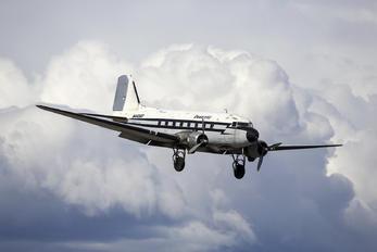 N44587 - Desert Air Douglas DC-3