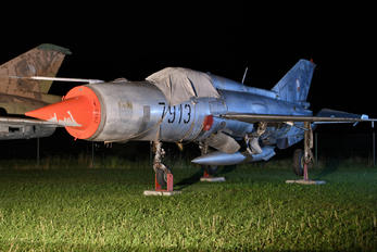 7913 - Slovakia -  Air Force Mikoyan-Gurevich MiG-21PFM