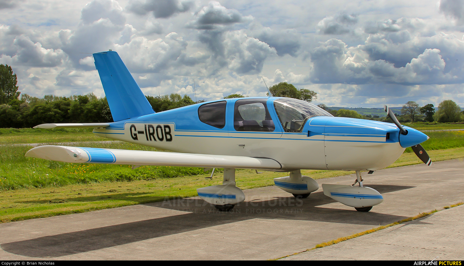 Private G-IROB aircraft at Welshpool