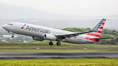 N879NN - American Airlines Boeing 737-800