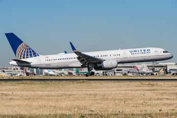 N17126 - United Airlines Boeing 757-200