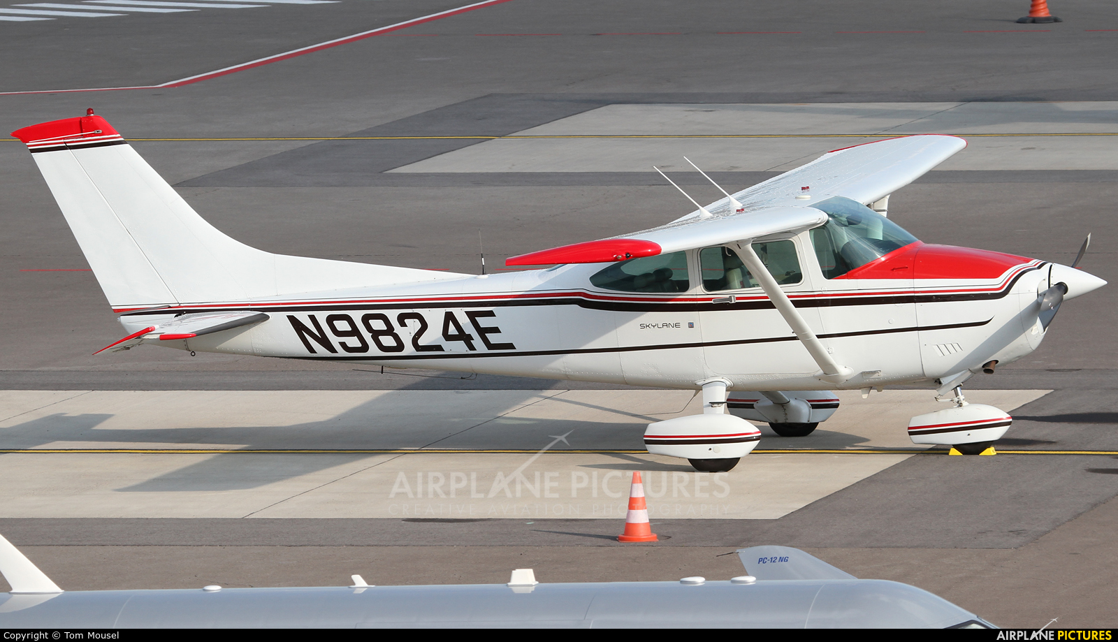 Private N9824E aircraft at Luxembourg - Findel