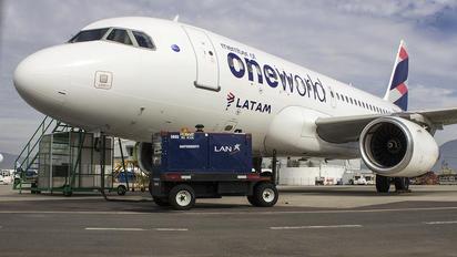 HC-CPJ - LATAM Airbus A319