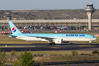 HL8208 - Korean Air Boeing 777-300ER