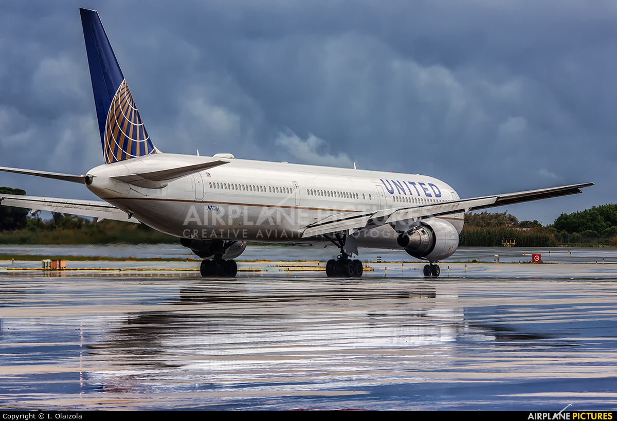 United Airlines N77066 aircraft at Barcelona - El Prat