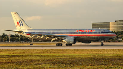 N25071 - American Airlines Airbus A300