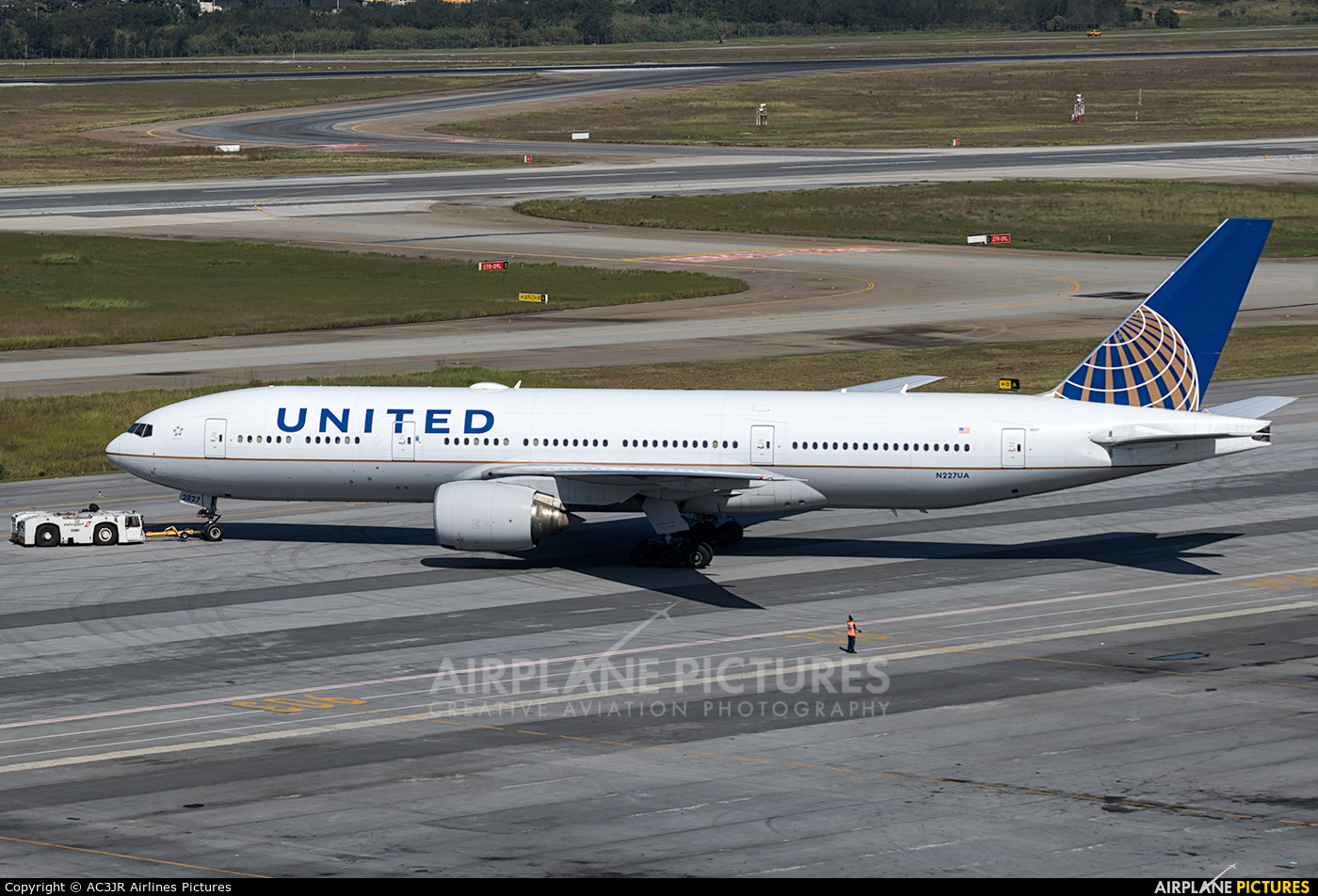 United Airlines N227UA aircraft at São Paulo - Guarulhos