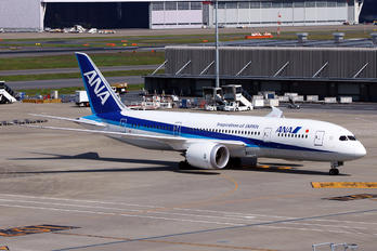 JA829A - ANA - All Nippon Airways Boeing 787-8 Dreamliner