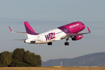 HA-LYO - Wizz Air Airbus A320