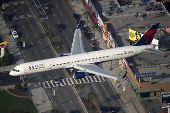 N587NW - Delta Air Lines Boeing 757-300