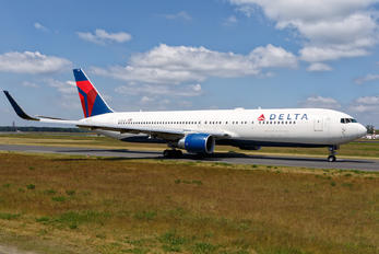 N196DN - Delta Air Lines Boeing 767-300