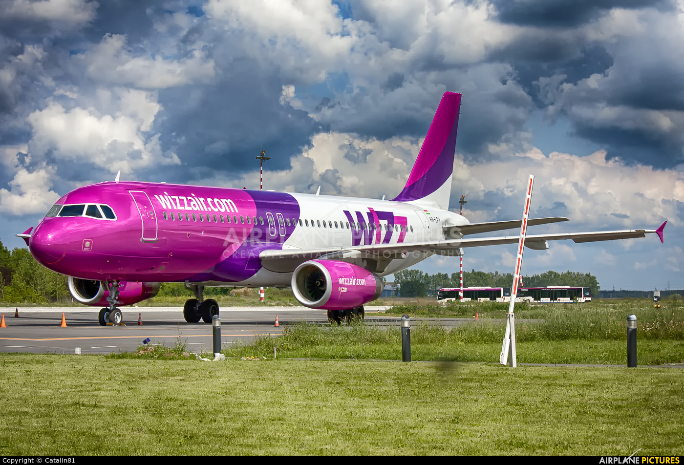 Wizz Air HA-LPY aircraft at Craiova