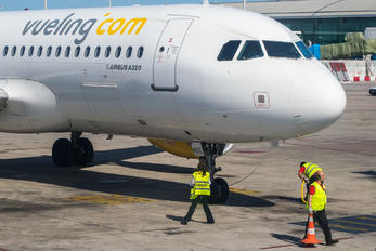 EC-MBE - Vueling Airlines Airbus A320