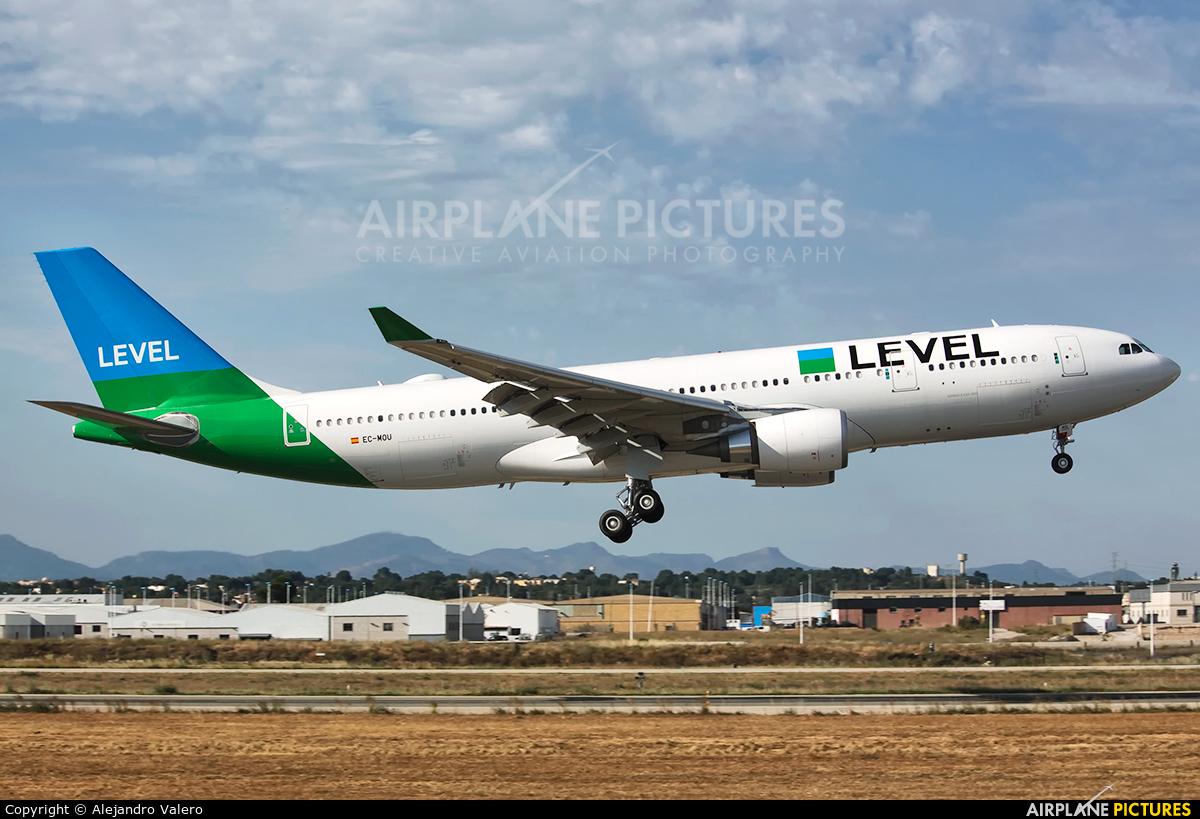 LEVEL EC-MOU aircraft at Valencia