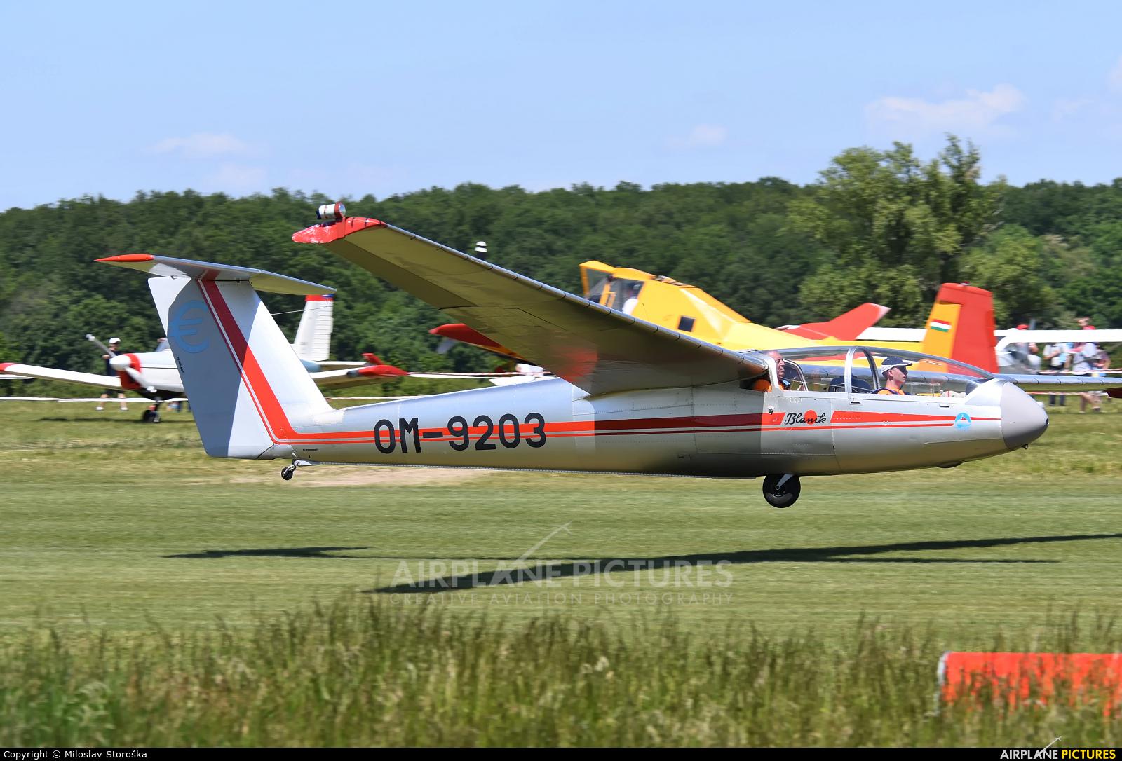 Očovskí bačovia Team OM-9203 aircraft at Dubová