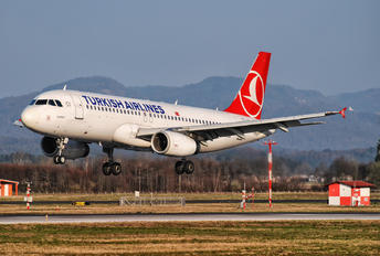 TC-JUI - Turkish Airlines Airbus A320