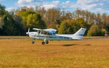 HA-WIN - Private Cessna 172 Skyhawk (all models except RG)