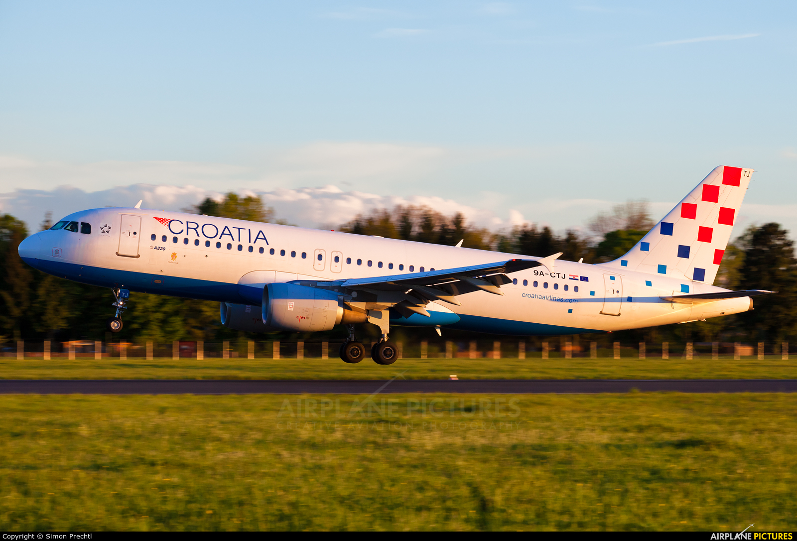 Croatia Airlines 9A-CTJ aircraft at Linz