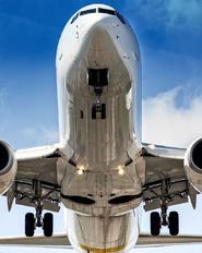 - - Ukraine International Airlines Boeing 737-800