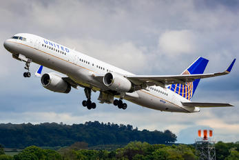 N19130 - United Airlines Boeing 757-200