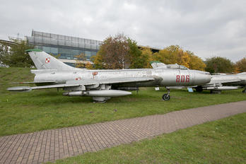 806 - Poland - Air Force Sukhoi Su-7BKL