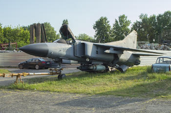 800 - Unknown Mikoyan-Gurevich MiG-23MF
