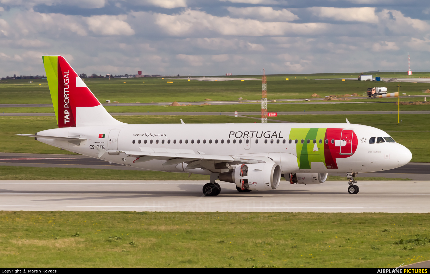 TAP Portugal CS-TTB aircraft at Prague - Václav Havel
